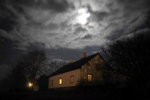 Västra flygeln i månljus